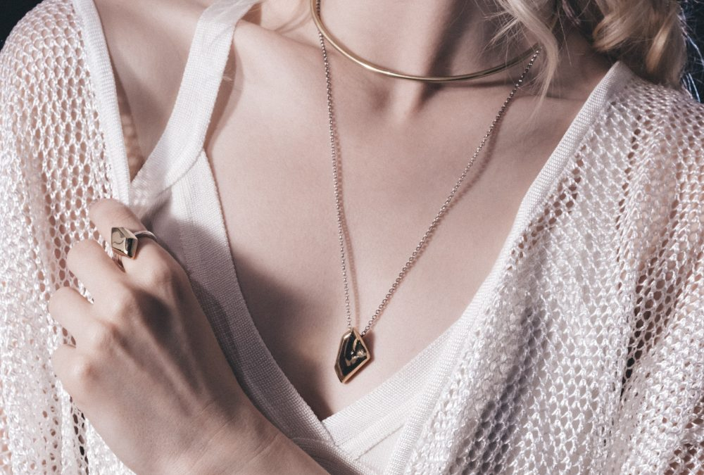 How to choose the right necklace for your outfit